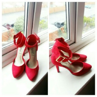 Red Buckle Cover Heel Shoe.