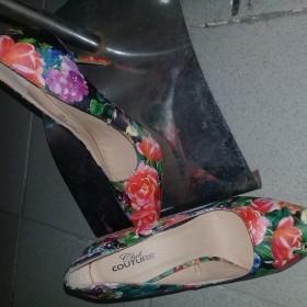Floral Shoe Size 8/38