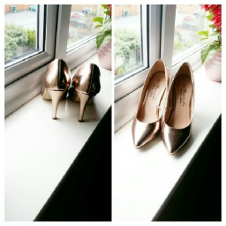 Gold Colour Heel Shoe.